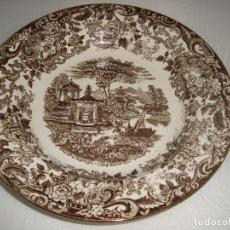 Antigüedades: PLATO DE PORCELANA PICKMAN S. A. LA CARTUJA DE SEVILLA 25,5CM. SERIE 202 MARRÓN. Lote 68785685