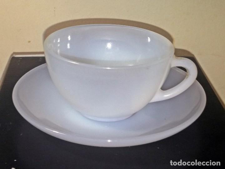 ANTIGUA TAZA DE CAFÉ CON PLATILLO ARCOPAL SPAIN TRANSLUCIDO (Antigüedades - Porcelanas y Cerámicas - Otras)