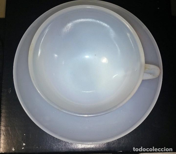 Antigüedades: Antigua taza de café con platillo ARCOPAL SPAIN translucido - Foto 2 - 112585448
