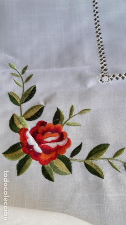 Antigüedades: Magnifica manteleria bordada.Beige claro 180 x 270 cm. 12 Servicios - Foto 3 - 212769057
