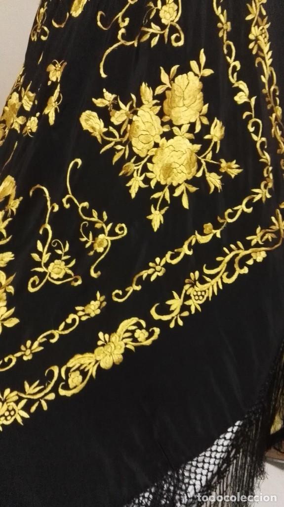 Antigüedades: Manton de Manila seda bordada original diseño - Foto 4 - 68918857