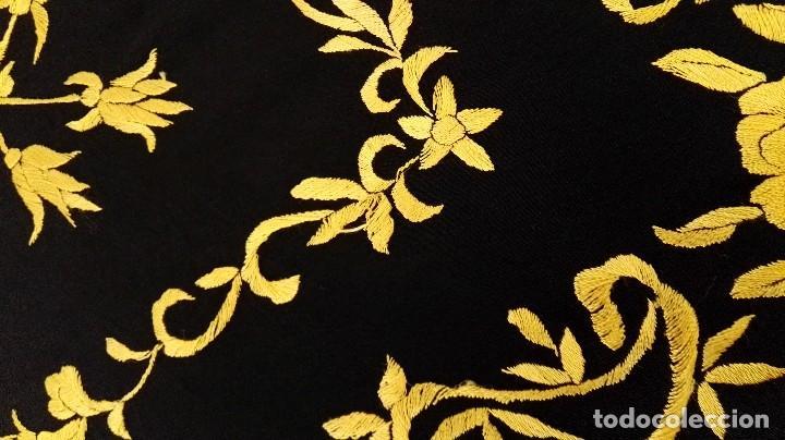 Antigüedades: Manton de Manila seda bordada original diseño - Foto 5 - 68918857