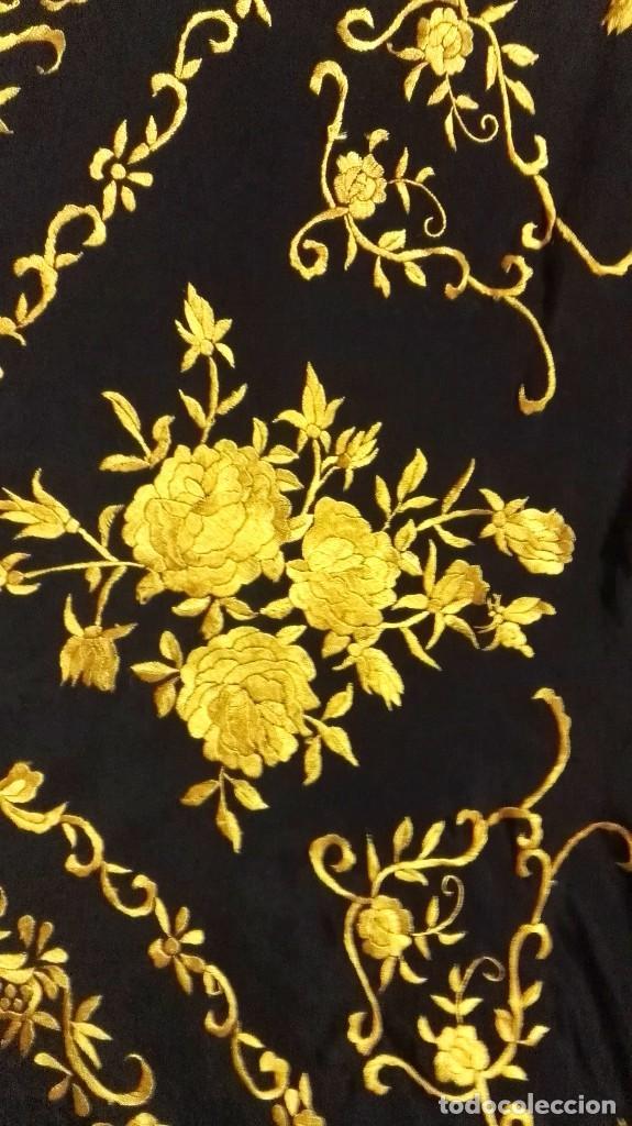 Antigüedades: Manton de Manila seda bordada original diseño - Foto 7 - 68918857