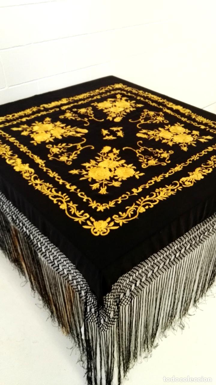Antigüedades: Manton de Manila seda bordada original diseño - Foto 9 - 68918857