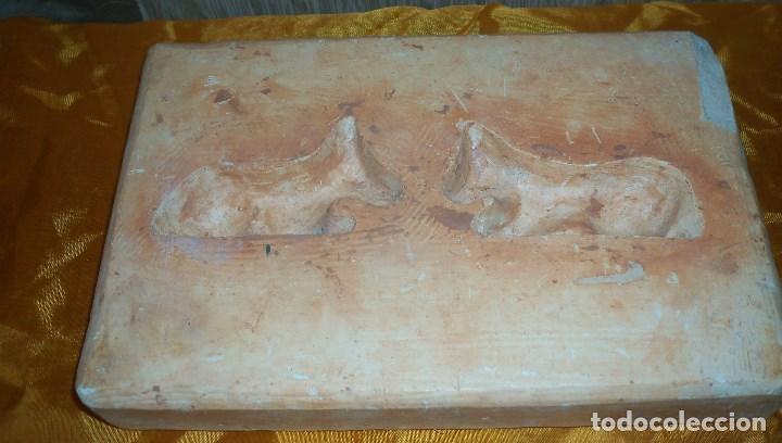 Antigüedades: DOS MOLDES ANTIGUOS PARA REALIZAR FIGURAS DE PESEBRE - Foto 2 - 68972461