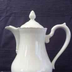 Antigüedades: CAFETERA EN PORCELANA DE LIMOGES SELLADA LIMOGES. Lote 68994157