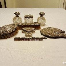 Antigüedades: JUEGO DE TOCADOR DE PLATA INGLESA Y CRISTAL. . Lote 69018549
