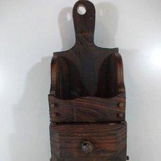 Antigüedades: ANTIGUO ESPECIERO EN MADERA MACIZA DE 2 CAJONES CON REMACHES DE TORNILLOS EN FORJA.. Lote 69058457