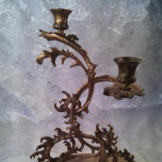 Antigüedades: CANDELABRO DE DOS LUCES EN BRONCE DORADO ESTILO LUIS XV . BASE OVALADA EN ÓNIX. Lote 69114825