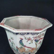 Antigüedades: JARDINERA OCTOGONAL EN PORCELANA CHINA. S. XIX. SELLOS QIANLONG (1736-1796) EN LA BASE.. Lote 69128577