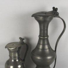 Antigüedades: JARRAS DE VINO. PELTRE Y ESTAÑO. MARCAS EN LA BASE. SIGLO XIX-XX.. Lote 44409619