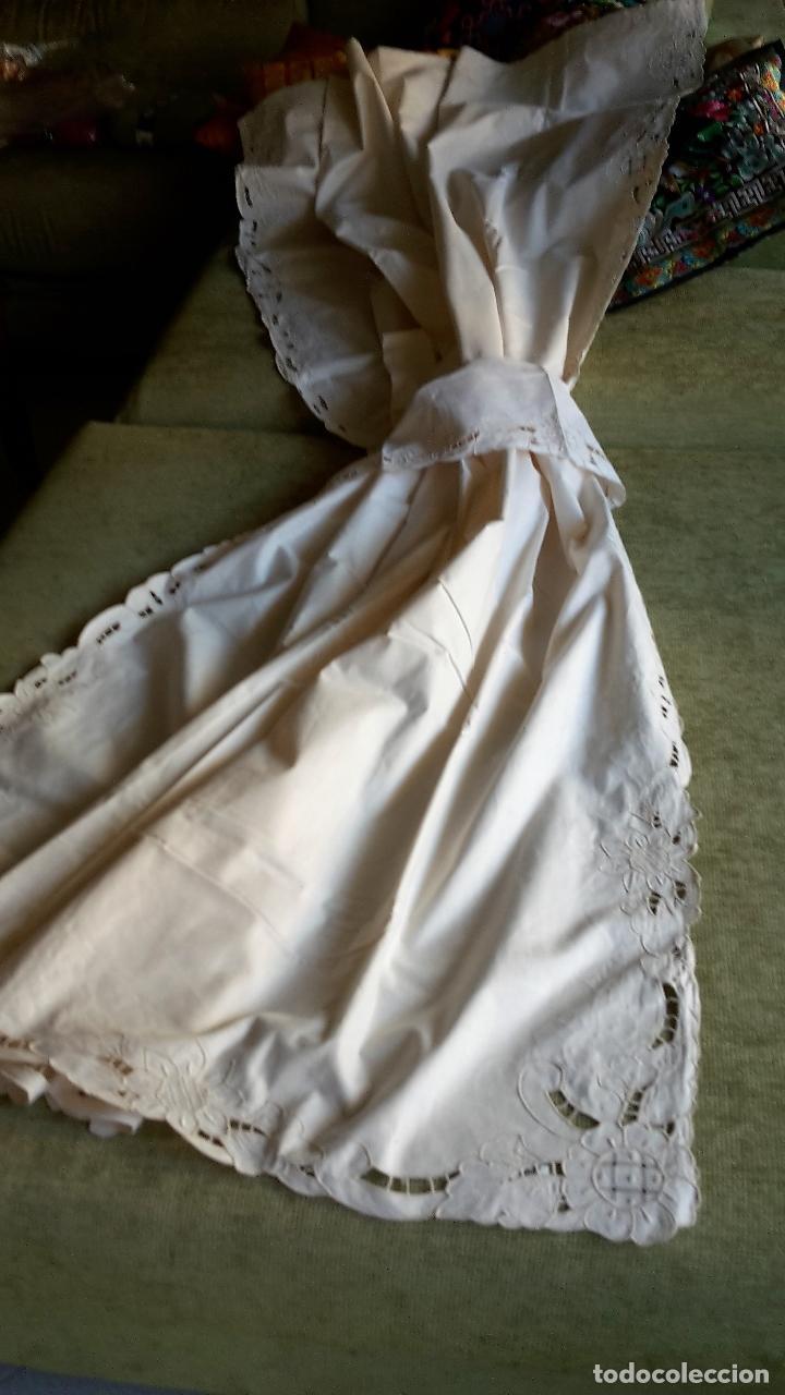 BONITO PANEL CORTINA. 155X 225 CM. BEIGE CLARO.BORDADO A MANO. NUEVO (Antigüedades - Hogar y Decoración - Cortinas Antiguas)