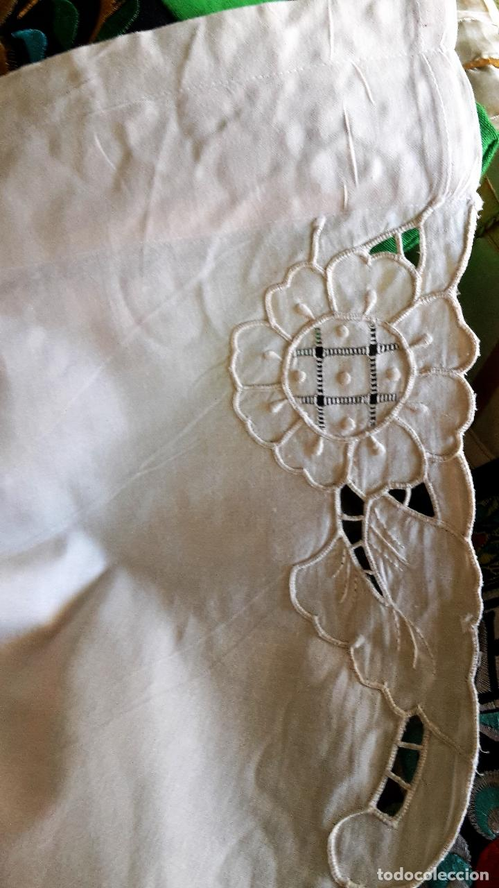 Antigüedades: Bonito panel cortina. 155x 225 cm. beige claro.bordado a mano. Nuevo - Foto 11 - 207838986