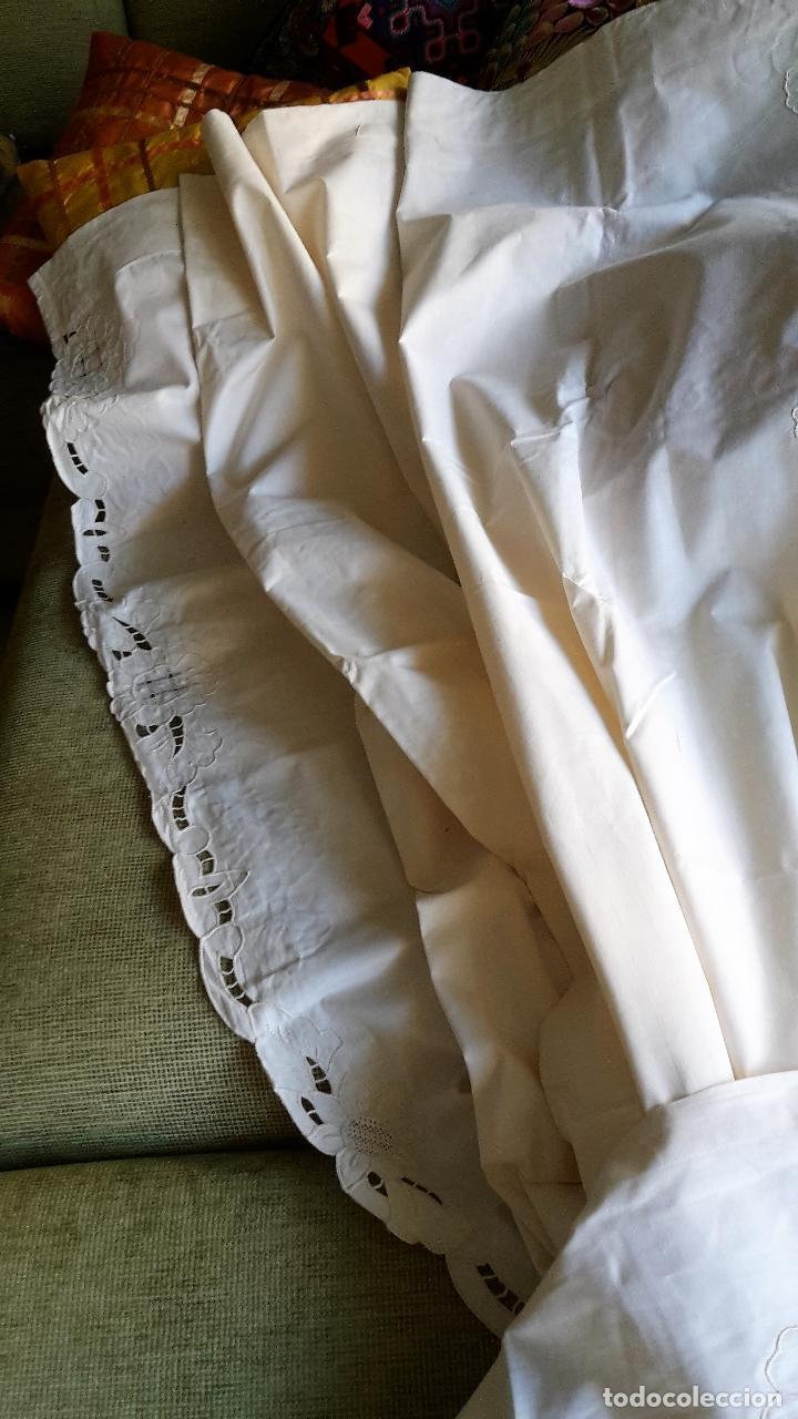 Antigüedades: Bonito panel cortina. 155x 225 cm. beige claro.bordado a mano. Nuevo - Foto 2 - 207838986