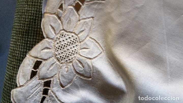 Antigüedades: Bonito panel cortina. 155x 225 cm. beige claro.bordado a mano. Nuevo - Foto 8 - 207838986