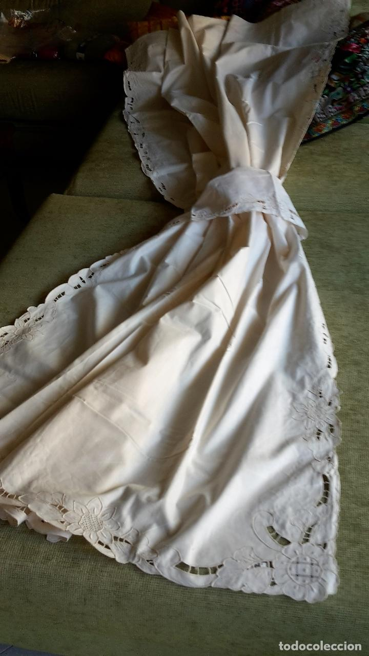 Antigüedades: Bonito panel cortina. 155x 225 cm. beige claro.bordado a mano. Nuevo - Foto 9 - 207838986