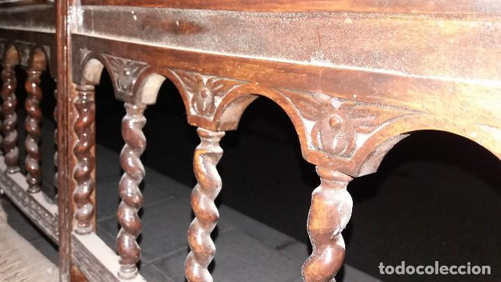 Antigüedades: Antiguo mueble banco silla de madera maciza con relieve cara guerrero romano balaustres salomonicos - Foto 8 - 69297449