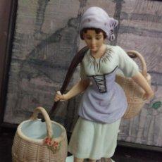 Antigüedades: FIGURA DE PORCELANA BISCUIT , MARCADA EN LA BASE CTC, 19 CMS. DE ALTURA. Lote 69366810