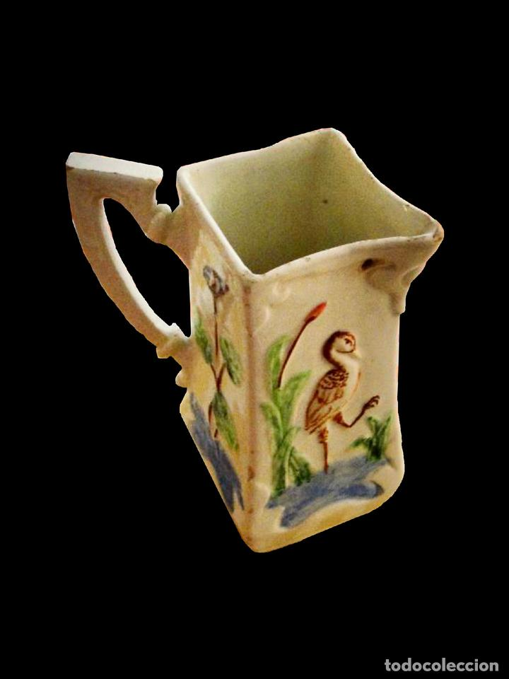 JARRA MUY ANTIGUA CON GARZA Y FLORES DISTINTAS EN CADA LADO. IMPECABLE. (Antigüedades - Porcelanas y Cerámicas - Otras)