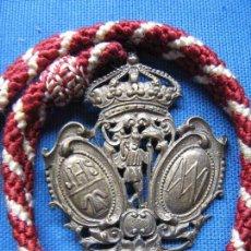 Antigüedades: ANTIGUA MEDALLA CON CORDON CON IMAGEN DE SAN CRISTOBAL SOBRE UNA GRANADA - CORONA SUPERIOR. Lote 69406017