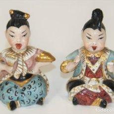 Antigüedades: PAREJA DE GEISHA Y SAMURÁI. PORCELANA. PINTADA A MANO. CHINA. CIRCA 1920.. Lote 69449825