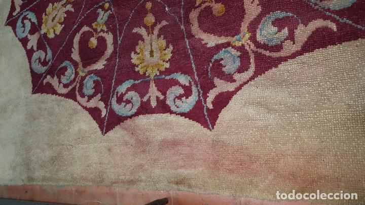 Antigüedades: Gran alfombra de nudo español bastante antigua realizada en lana. - Foto 7 - 62559360
