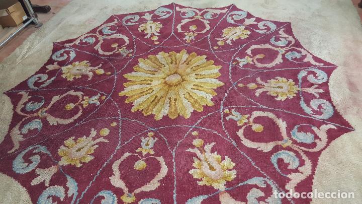 Antigüedades: Gran alfombra de nudo español bastante antigua realizada en lana. - Foto 10 - 62559360