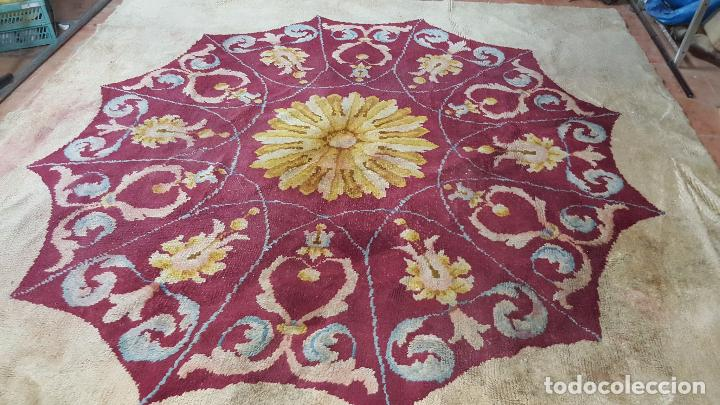 Antigüedades: Gran alfombra de nudo español bastante antigua realizada en lana. - Foto 11 - 62559360