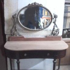 Antigüedades: ANTIGUA CONSOLA CON ESPEJO Y BRONCE TABLERO DE CAOBA. PARA RESTAURAR.. Lote 69519885