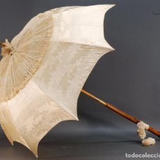 Antigüedades: SOMBRILLA INGLESA SEDA BORDADA Y ENCAJE CON EMPUÑADURA PLATA S XIX. Lote 69608857