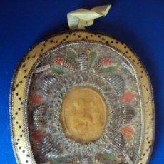 Antigüedades: (ANT-161280)ANTIGUO RELICARIO TELA Y CRISTAL , INTERIOR DE CERA. Lote 69618501