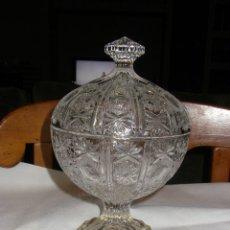 Antigüedades: BOMBONERA DE CRISTAL TALLADO Y BASE DE PLATA. Lote 69653089