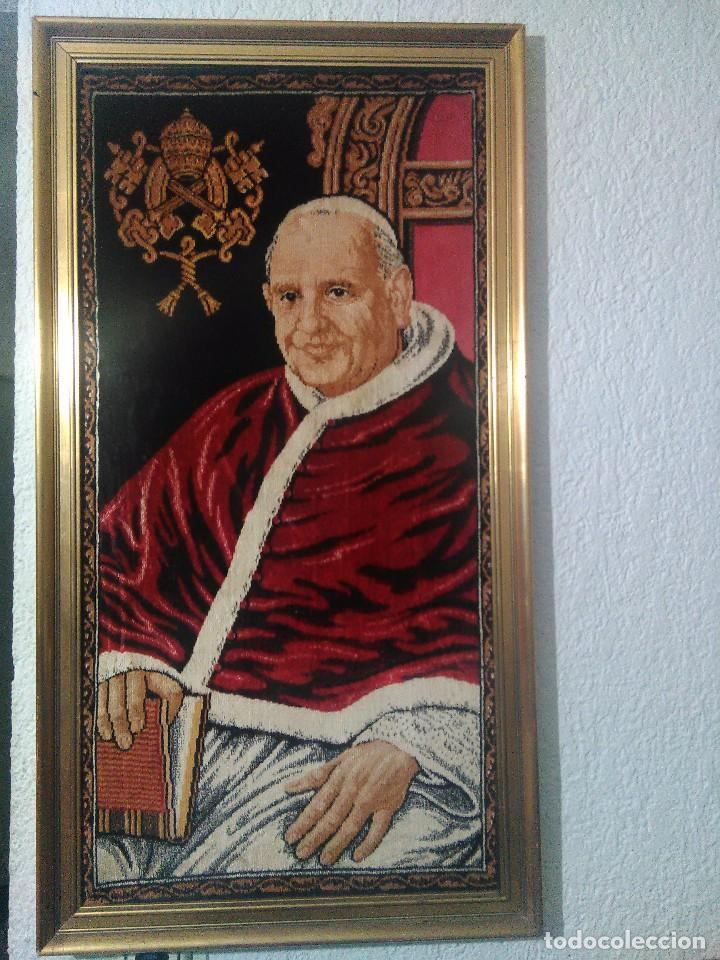 Antigüedades: cuadro-TAPIZ ENMARCADO DEL PAPA SAN JUAN XXIII. - Foto 2 - 69659181