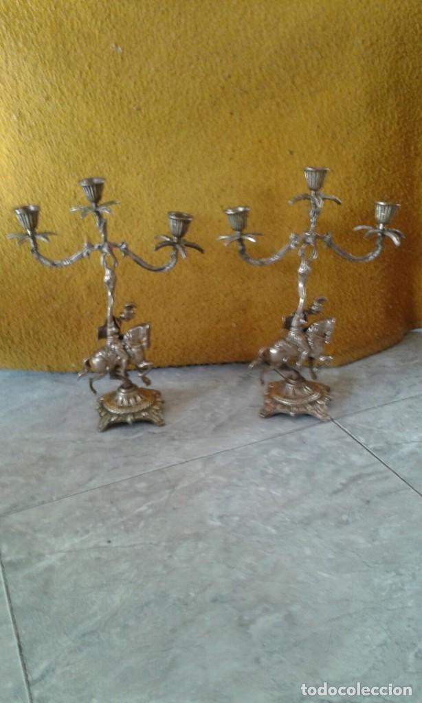 PAREJA DE CANDELABROS DE BRONCE (Antigüedades - Iluminación - Candelabros Antiguos)