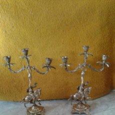Antigüedades: PAREJA DE CANDELABROS DE BRONCE. Lote 69685905