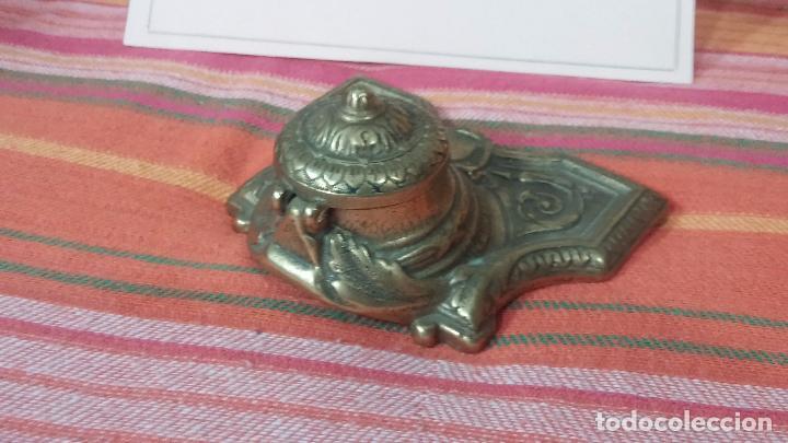Antigüedades: Antigua escribania en bronce, con el pozo original de cerámica bien conservado - Foto 2 - 69721865