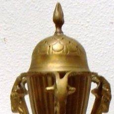 Antigüedades: INCENSARIO DE BRONCE CON TRES CABEZAS DE CARNERO. Lote 69793901