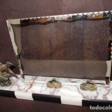 Antigüedades: ANTIGUO PORTAFOTOS CON CRISTAL ART DECÓ BRONCE Y BASE EN MARMOL. Lote 69824633