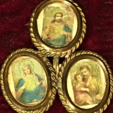 Antigüedades: PORTARETRATOS TRIPLE. BRONCE DORADO. CON RETRATOS ANTIGUOS DE SANTOS. ESPAÑA.XIX. Lote 69621065