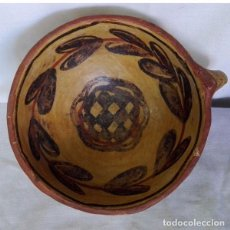 Antigüedades: ANTIGUO CUENCO DE CERÁMICA CON UN ASA DECORADO CON FLORES. Lote 69853029