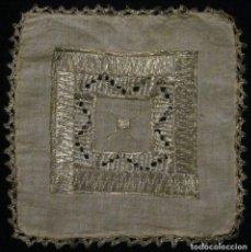 Antigüedades: ANTIGUO TAPETE RELIGIOSO DE LINO BORDADO CON HILO DE PLATA S. XIX. Lote 69856341