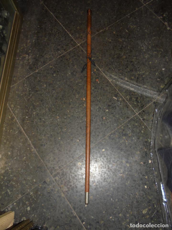 Antigüedades: ANTIGUO BASTON DE MANDO EMPUÑADURA DE ORO 18 KL. CAÑA DE AROS DE PIEL Y ALMA DE HIERRO , PERFECTO - Foto 2 - 69944861