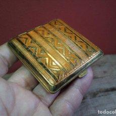 Antigüedades: PRECIOSA POLVERA ART DECÓ - METAL DORADO - ESPEJO - COMPLEMENTO BOLSO - MAQUILLAJE . Lote 69951173