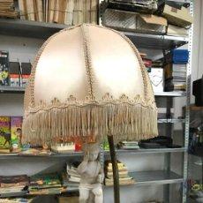 Antigüedades: LAMPARA EN MADERA Y BISCUIT. Lote 70025269