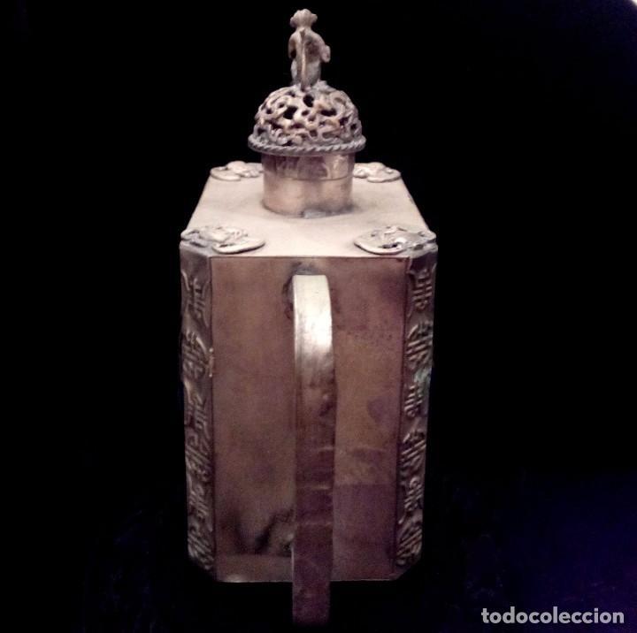 Antigüedades: ANTIGUA TETERA DE PLATA REPUJADA Y FILIGRANA, CON DEIDAD EN CLOISONNE - 152 GRAMOS. - Foto 3 - 70058149