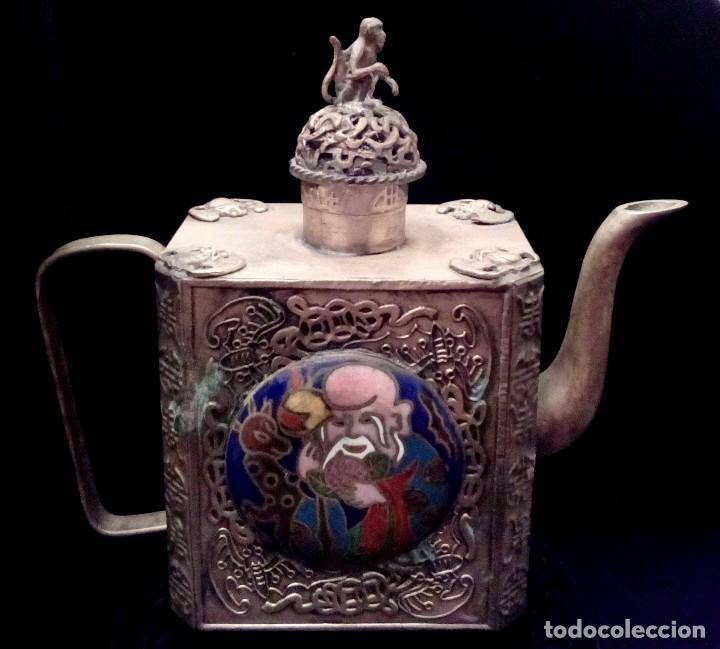 Antigüedades: ANTIGUA TETERA DE PLATA REPUJADA Y FILIGRANA, CON DEIDAD EN CLOISONNE - 152 GRAMOS. - Foto 4 - 70058149