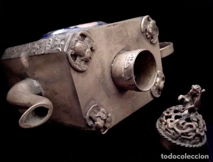 Antigüedades: ANTIGUA TETERA DE PLATA REPUJADA Y FILIGRANA, CON DEIDAD EN CLOISONNE - 152 GRAMOS. - Foto 8 - 70058149