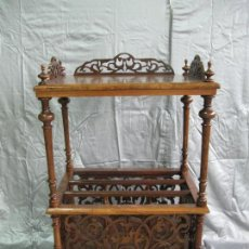 Antiquités: REVISTERO MESA CANTERBURY VICTORIANO DE MADERA DE NOGAL. INGLATERRA FIN S.XIX. Lote 70147977
