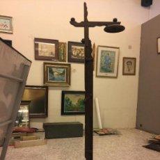 Antigüedades: ANTIGUA LAMPARA DE PIE DE MADERA,ALTURA REGULABLE SANMARTI BARCELONA. PIEZA COLECCIONISTA - DIFICIL. Lote 70198393