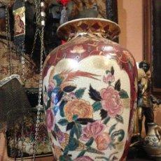 Antigüedades: PRECIOSO JARRÓN IMARI PINTADO A MANO LLEVA DECORACIÓN EN ORO.. Lote 70257701